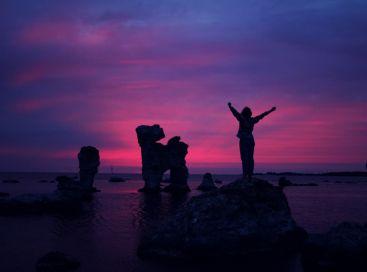 Człowiek na skale