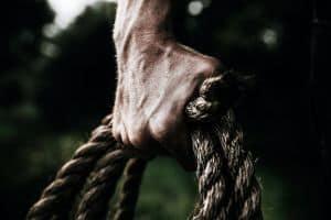 Ręka trzymająca linę