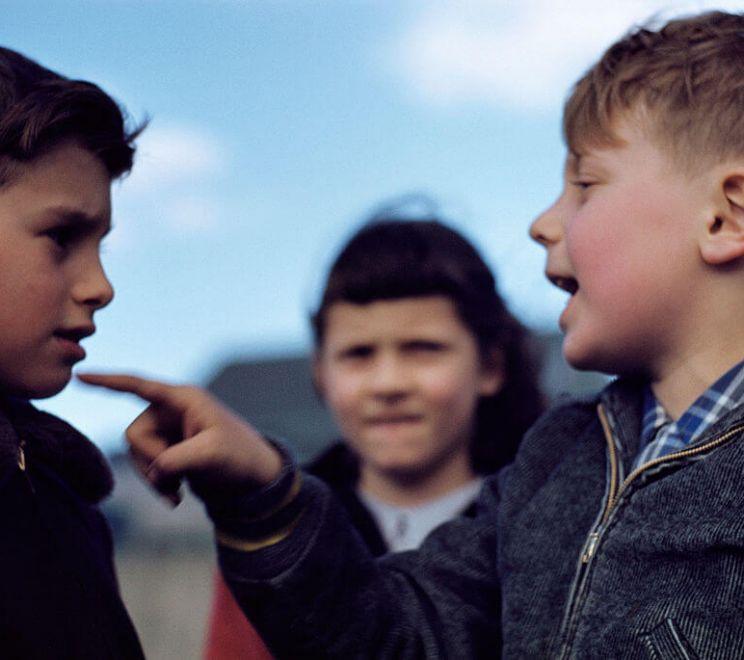 Kłótnia małych chłopców