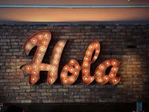 """Napis """"Hola"""""""