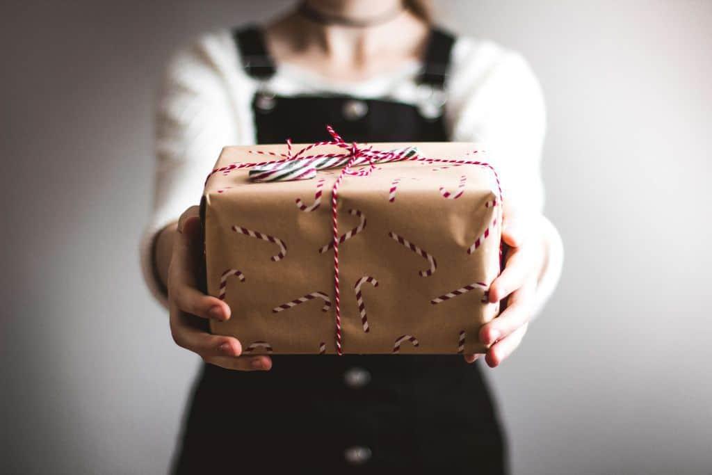 Własnoręcznie zapakowany prezent