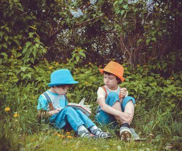 Chłopcy z książką