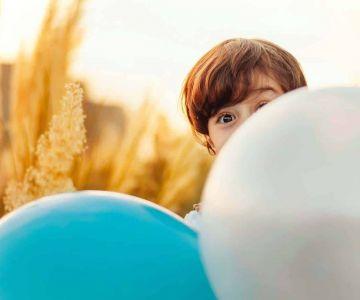 Chłopiec w balonach