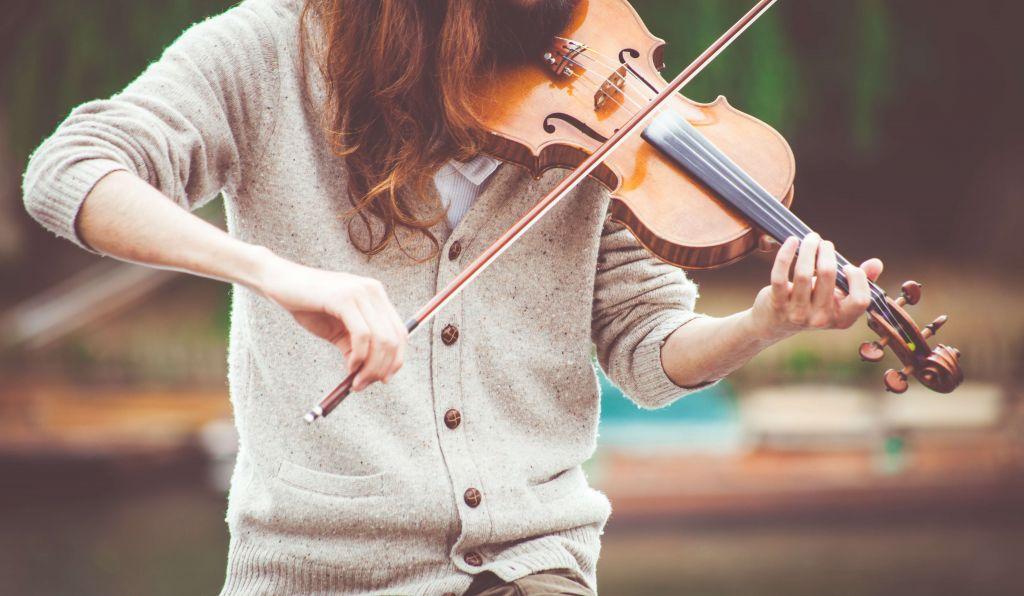 Dziewczyna ze skrzypcami